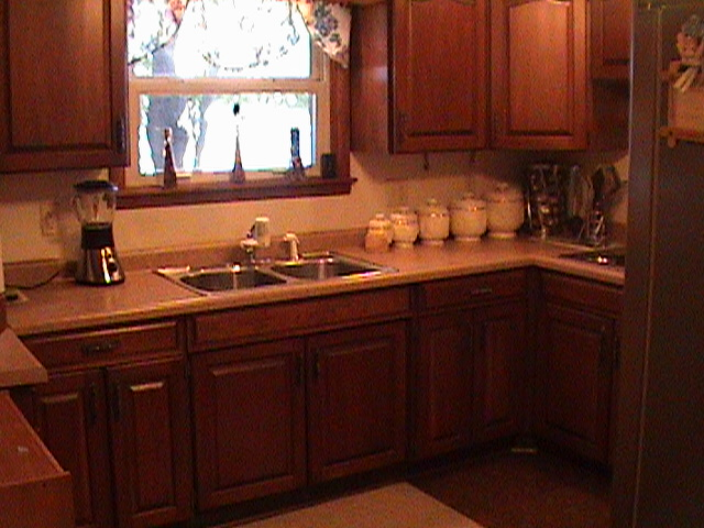 Kitchen With Cherry Wood Cabinets Cherry wood kitchen, Cherry wood kitchen